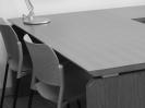 scrivania-direzionale-con-sedie